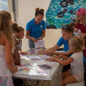 Bricolage au club enfants - Camping Villa Campista